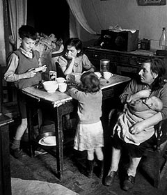 Family eating in their Gorbals flat, Glasgow 1948. 